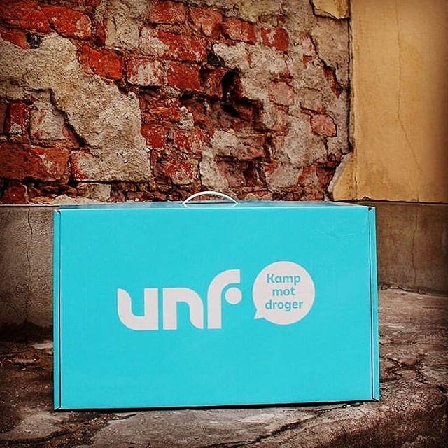 instabild – En låda ti